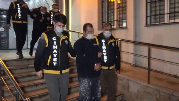 Bursa'da 3 kişinin ölümüyle sonuçlanan sahte içki olayının ardından tutuklanan Uğur Kökkoparan - Sputnik Türkiye