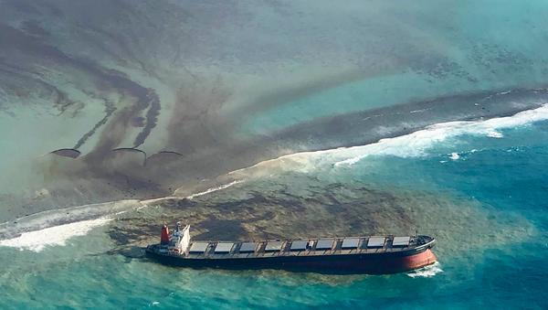 Morityus'ta karaya oturan yük gemisinden 1000 ton petrol sızdı - Sputnik Türkiye