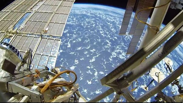 Rus kozmonot, açık uzaydan görüntüler paylaştı - Sputnik Türkiye