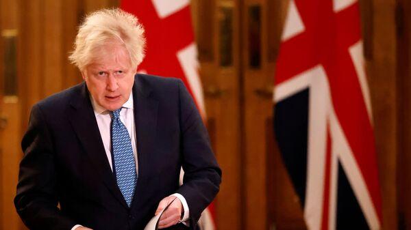 Başbakan Boris Johnson, AB ile Brexit ticaret anlaşmasını duyurduğu basın toplantısına gelirken - Sputnik Türkiye