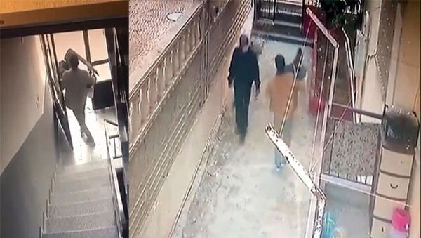 Apartman deposundan malzeme çaldı, yöneticiye selam verip gitti - Sputnik Türkiye