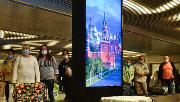 Maske - koronavirüs - Rusya - Moskova - havlimanı - Sputnik Türkiye