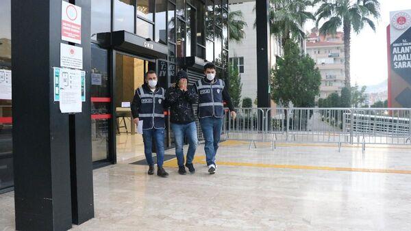 Alanya'da, 12 kişiyi emeklilik vaadiyle 1 milyon TL dolandıran şüpheli tutuklandı - Sputnik Türkiye