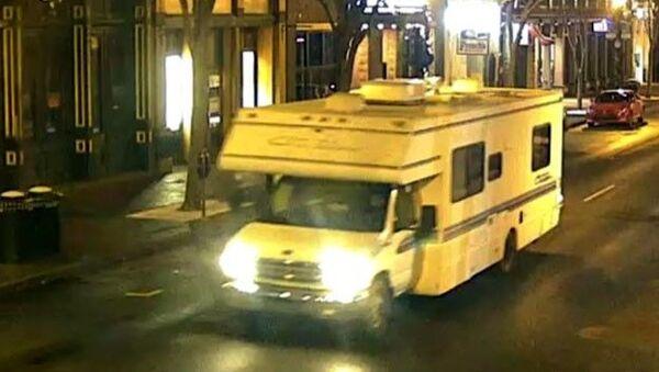 ABD'nin Nashville kentinde park halinde bir aracın bir karavan olduğu açıklanırken, karavanın fotoğrafı paylaşılarak halktan yardım istendi.  - Sputnik Türkiye