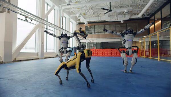 Boston Dynamics robotlarından yeni yıl dansı - Sputnik Türkiye