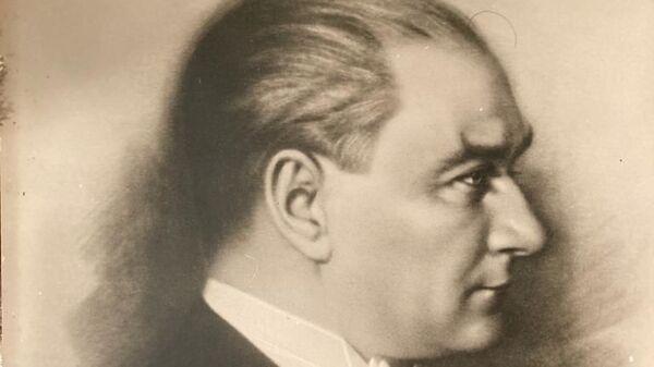 Mustafa Kemal Atatürk'ün, 'Akaygen'e' imzasıyla hediye ettiği portresi - Sputnik Türkiye
