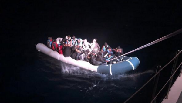 Muğla'da 53 kaçak göçmen kurtarıldı - Sputnik Türkiye