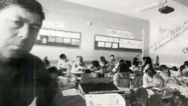İstismarcı öğretmen, öğrencileri 'Sizi evinizdeki cihazların kırmızı ışığından görürüm' diye korkutmuş - Sputnik Türkiye