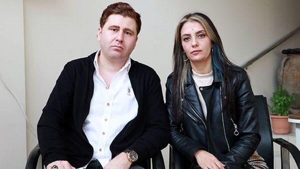 Adana'da oto galerici İbrahim Ünverdi ve eşi Dilek Ünverdi, - Sputnik Türkiye