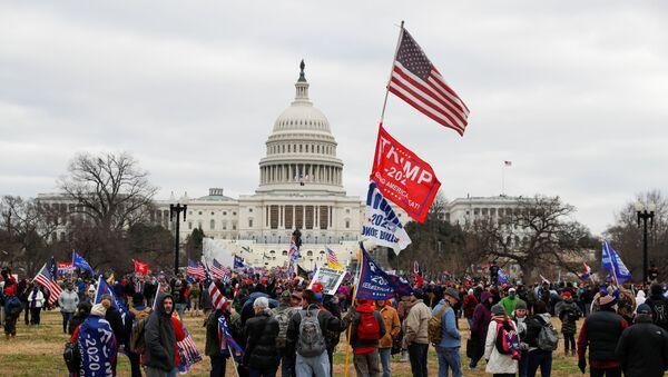 ABD'de 3 Kasım 2020'dekibaşkanlık seçim sonuçlarına görebelirlenendelege oylarının sayılıp, sonuçların resmen tescil edileceğiKongreoturumu, siyasi tartışmaların gölgesinde başladı. - Sputnik Türkiye