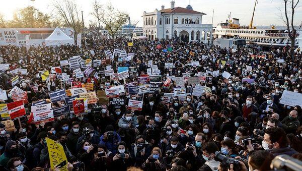 Kadıköy-Melih Bulu protestosu - Sputnik Türkiye