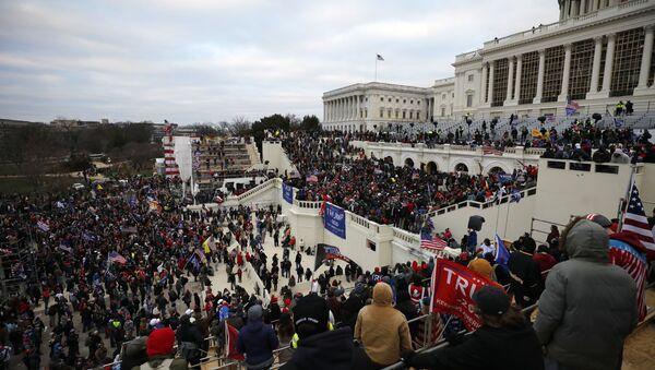 On binlerce Trump destekçisi çarşamba günü başkent Washington'da toplandı. - Sputnik Türkiye