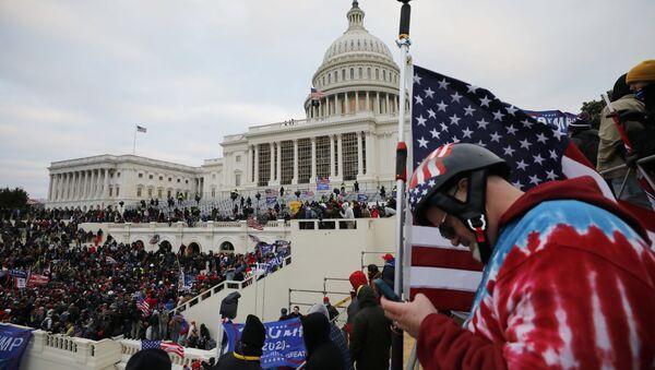 Mitingde konuşan ABD Başkanı Trump, destekçilerini Kongre binasına yürümeye çağırdı. - Sputnik Türkiye