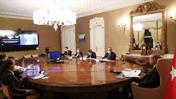 Cumhurbaşkanı Recep Tayyip Erdoğan, AB Komisyonu Başkanı Ursula von der Leyen ile video konferans yöntemiyle görüştü. - Sputnik Türkiye