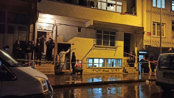 Esenler'de 4 katlı binanın bodrum katındaki evde çıkan yangında, 2 kardeş hayatını kaybetti. - Sputnik Türkiye