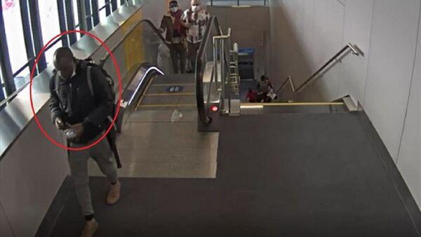 İstanbul Havalimanı'nda gerçekleştirilen operasyonda, midesindeki 93 kapsül içinde, Metamfetamin olduğu düşünülen uyuşturucu madde olan Gana uyruklu kişi gözaltına alındı. - Sputnik Türkiye
