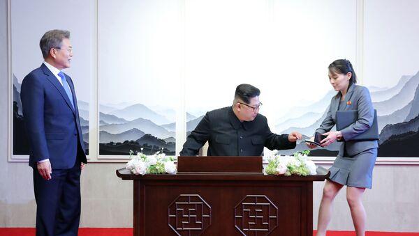 Moon Jae-in- Kim Jong-un- Kim Yo-jong - Sputnik Türkiye