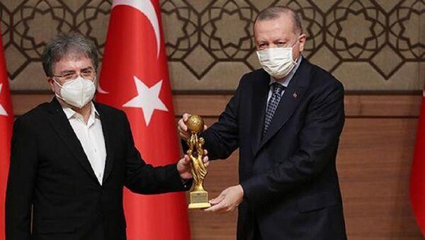 Ahmet Hakan ödülünü Cumhurbaşkanı Erdoğan'dan aldı - Sputnik Türkiye