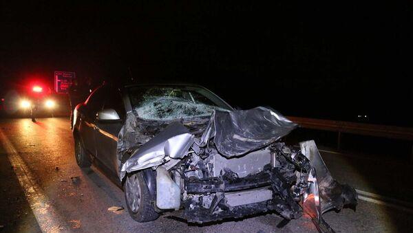 Kaza yapan otomobil sürücüsü yaralı arkadaşını bırakarak kaçtı - Sputnik Türkiye