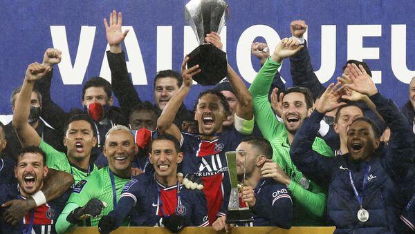 2020Fransa SüperKupa'da Olympique Marsilya'yı2-1mağlup edenParis Saint-Germain (PSG), kupanın sahibi oldu. - Sputnik Türkiye