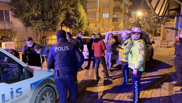 Denizli'de 'dur' ihtarına uymayarak yaklaşık 10 kilometre kaçan 3 kişi, polis ekiplerinin sıkı takibinden kaçamadı. - Sputnik Türkiye