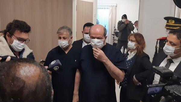 Cumhurbaşkanı Ersin Tatar, Başbakan Ersan Saner ve Sağlık Bakanı Dr. Ali Pilli Türkiye'den gönderilen Sinovac aşının ilk dozunu yaptırdı. - Sputnik Türkiye