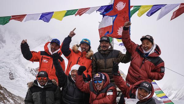 Dünyanın Everest'ten sonra en yüksek noktası olan K2 dağının zirvesine kış mevsiminde ulaşan Nepalli dağcılar, bir ilke imza attı - Sputnik Türkiye
