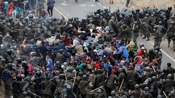 ABD'ye gitmeye çalışan göçmenlere Guatemala ordusu müdahale etti - Sputnik Türkiye