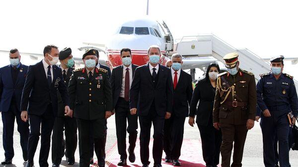 Milli Savunma Bakanı Hulusi Akar, beraberinde Genelkurmay Başkanı Org. Yaşar Güler ile Irak'ta - Sputnik Türkiye