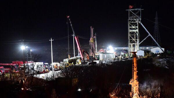 Altın madeninde kurtarma çalışmaları, Qixia, Shandong, Çin - Sputnik Türkiye