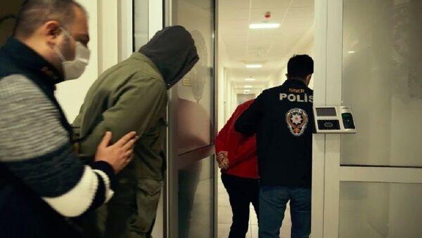 ATM cihazlarına kart kopyalama cihazı takıp vatandaşların hesaplarından para çeken iki kişi yakalandı - Sputnik Türkiye