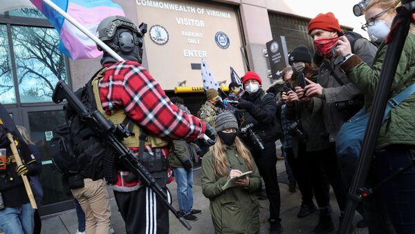 ABD'de Virginia eyaletinin Richmond kentinde Trump yanlısı silahlı gruplar toplanmaya başladı - Sputnik Türkiye