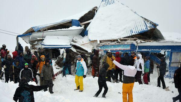 Rusya'da bir kayak merkezi çığ altında kaldı - Sputnik Türkiye