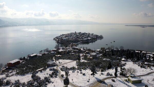 Japon Seyahat Acentaları Birliği (JATA) tarafından 2020 yılında, 'Avrupa'nın en güzel 30 kasabası' arasında gösterilen Nilüfer ilçesine bağlı Gölyazı Mahallesi, pandemi nedeniyle sessizliğini koruyor. - Sputnik Türkiye