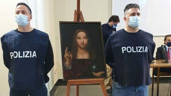 Leonardo da Vinci okulundan Salvator Mundi tablosunun kopyası, Napoli'deki polis baskınında bir evde ele geçirildi. - Sputnik Türkiye
