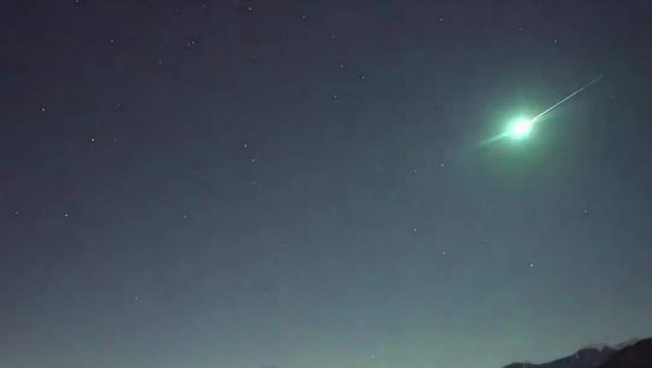 Atmosfere girince ateş topuna dönüşen göktaşı Japonya'da gökyüzünü aydınlattı - Sputnik Türkiye