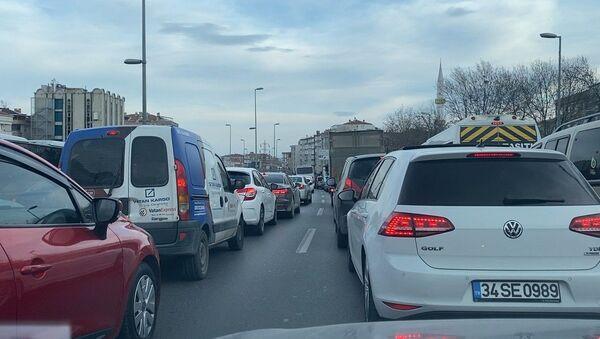 D-100'de trafik - Sputnik Türkiye