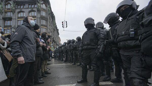 St.Petersburg'da Navalny taraftarlarının izinsiz mitingi - Sputnik Türkiye