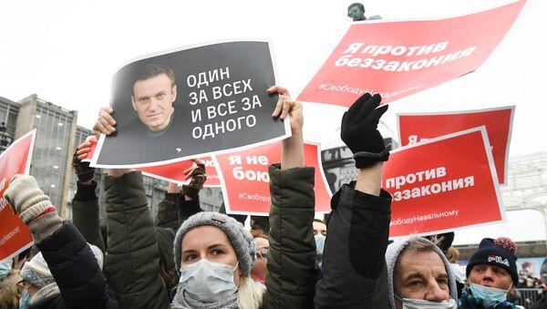 Moskova'da muhalif Aleksey Navalnıy'ın serbest bırakılması için düzenlenen izinsiz gösteriler  - Sputnik Türkiye