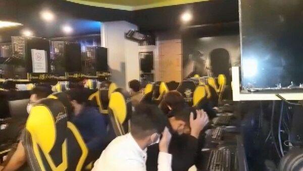 Esenyurt'ta kısıtlamayı ihlal eden internet kafeye baskın - Sputnik Türkiye