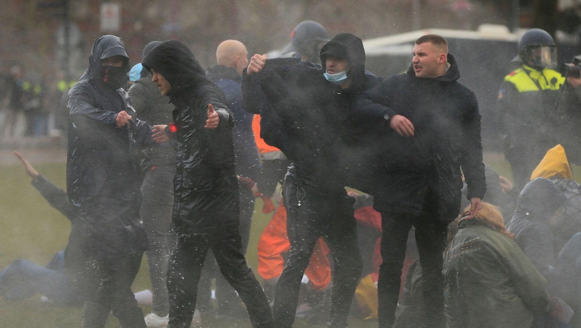 Hollanda - protesto - Sputnik Türkiye, 1920, 16.02.2021