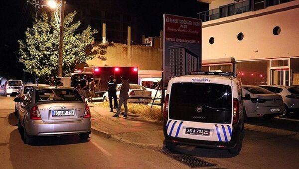 İzmir'de Mahmut Can Kalkan'ın siyanürlü suyla anne ve babasını öldürmesi - Sputnik Türkiye