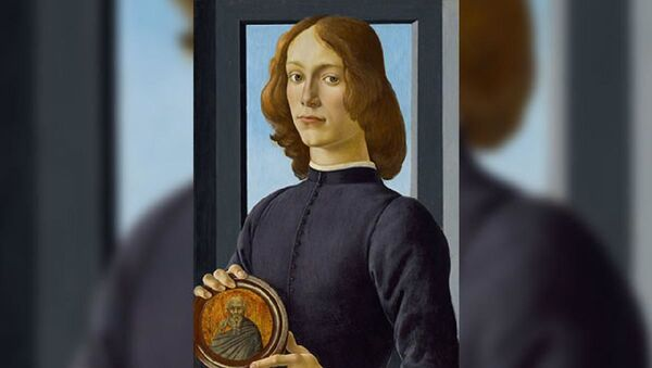 İtalyan ressam Sandro Botticelli'ye ait 15'inci yüzyıldan kalma 'Madalyon tutan genç adam' - Sputnik Türkiye