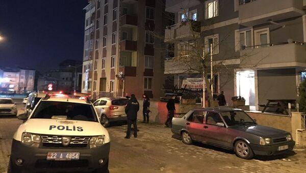 Edirne'de koronavirüs tedbirleri kapsamında uygulanan kısıtlamayı doğum günü partisi düzenleyerek ihlal eden 7 kişiye para cezası uygulandı.  - Sputnik Türkiye