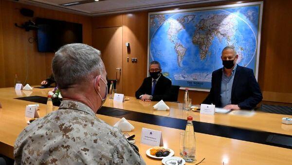 İsrail Savunma Bakanı Gantz, CENTCOM Komutanı McKenzie ile görüştü - Sputnik Türkiye