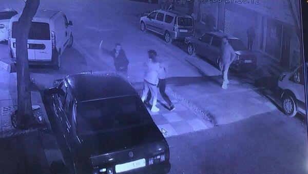 Arkadaşını sokak ortasında gözünden bıçakladı - Sputnik Türkiye
