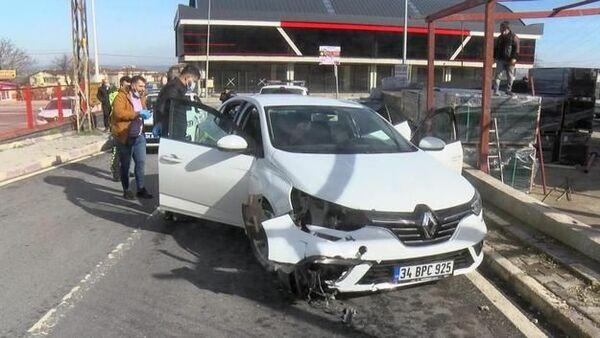 Çatalca'da polisin 'dur' ihtarına uymayarak kaçmaya çalışan şüphelilerden silahla yaralanan kişi hayatını kaybetti. - Sputnik Türkiye