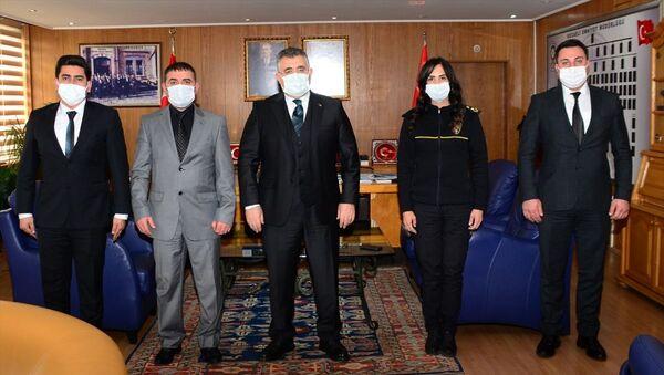 Kocaeli'nde rüşvet teklifini reddeden 3 polis ödüllendirildi - Sputnik Türkiye