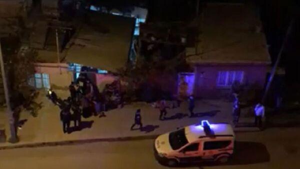 50 metrekare avluda 100 kişilik düğün törenine polis baskını - Sputnik Türkiye