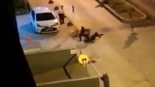Polis memurunu telsizle darp, Eskişehir - Sputnik Türkiye